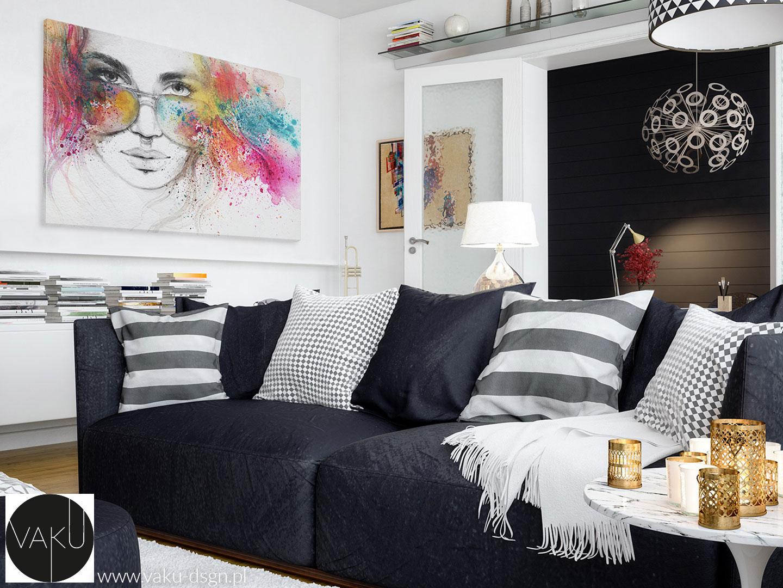 czarno-białe poduszki w salonie