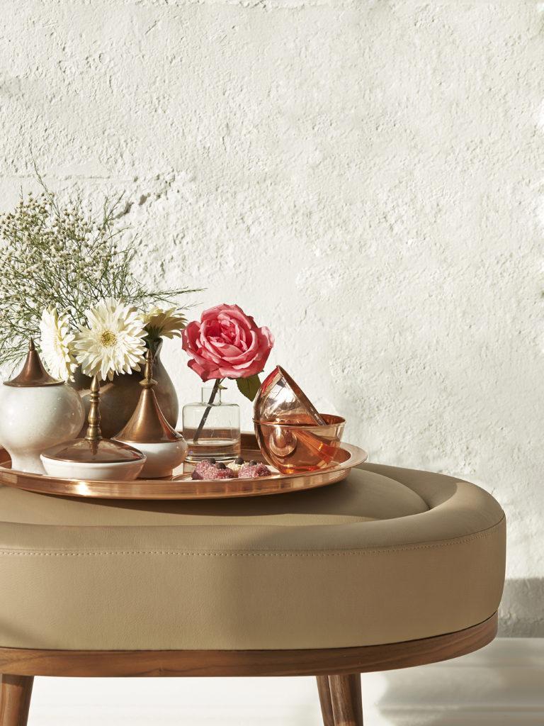 naczynia w kolorze rose gold