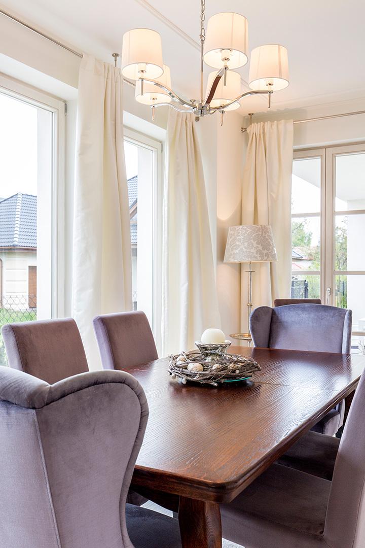 fioletowe welurowe fotele