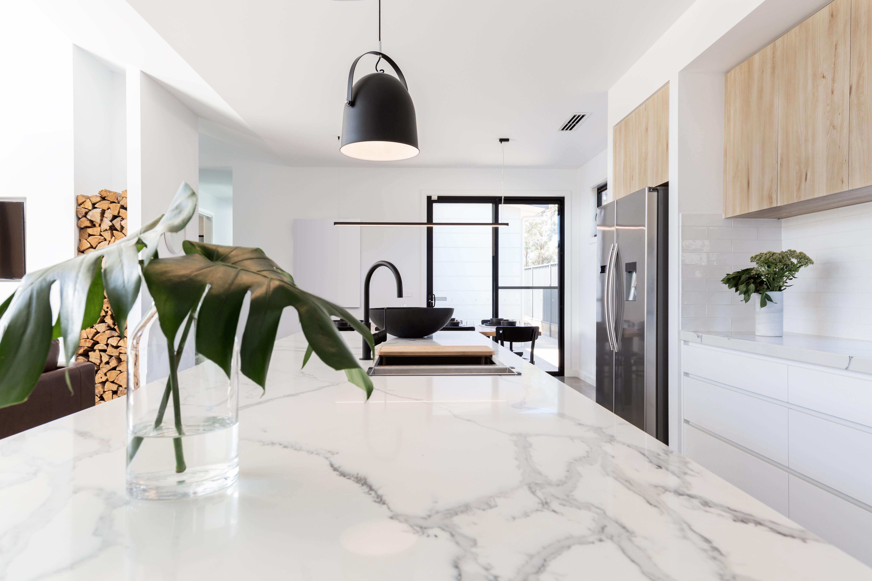 marmurowy blat w kuchni